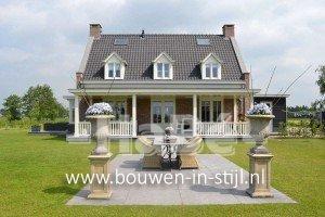 Nieuwbouw vrijstaande villa met bijgebouw en hooiberg - achterzijde